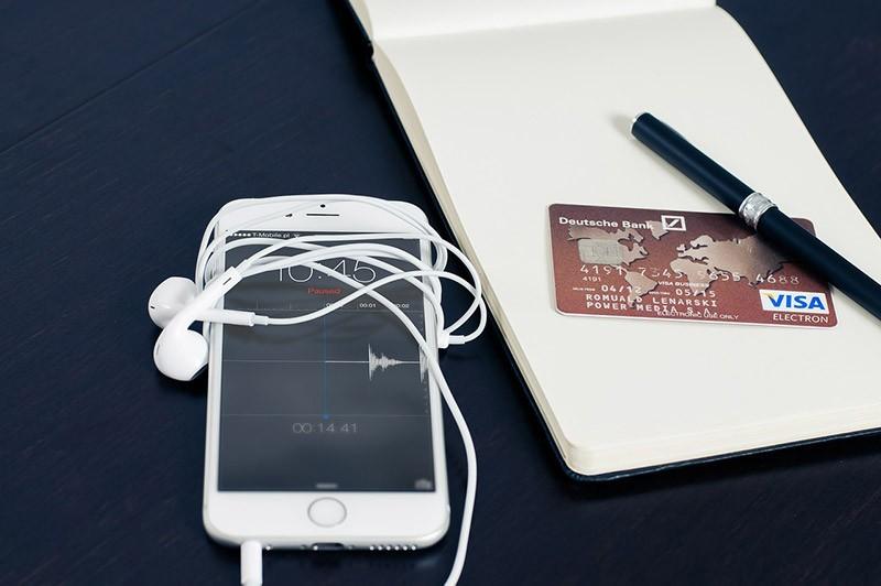 BLIK — dowiedz się, jak płacić za pomocą 6 cyfrowego kodu!